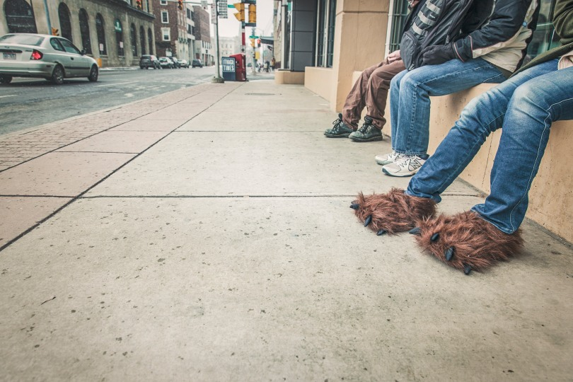 people-street-sidewalk-jeans